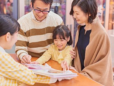 転勤なし!あなたの笑顔が仕事になる★お子さんと楽しく遊びながら記念写真♪スタッフ募集(正社員)イメージ03